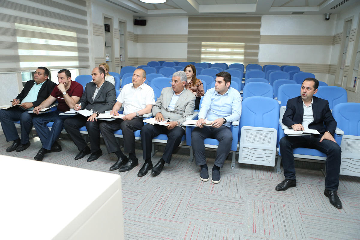 Binəqədi rayon İH əməkdaşları üçün ingilis dili kurslarına start verilib (FOTO)
