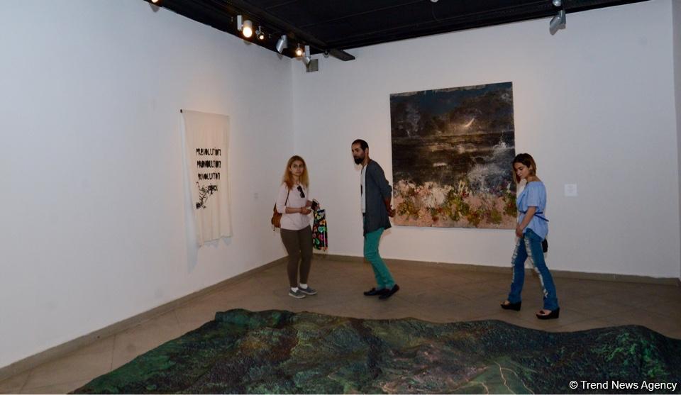 """В Yay Gallery открылась выставка """"Между морем и горами"""" (ФОТО)"""