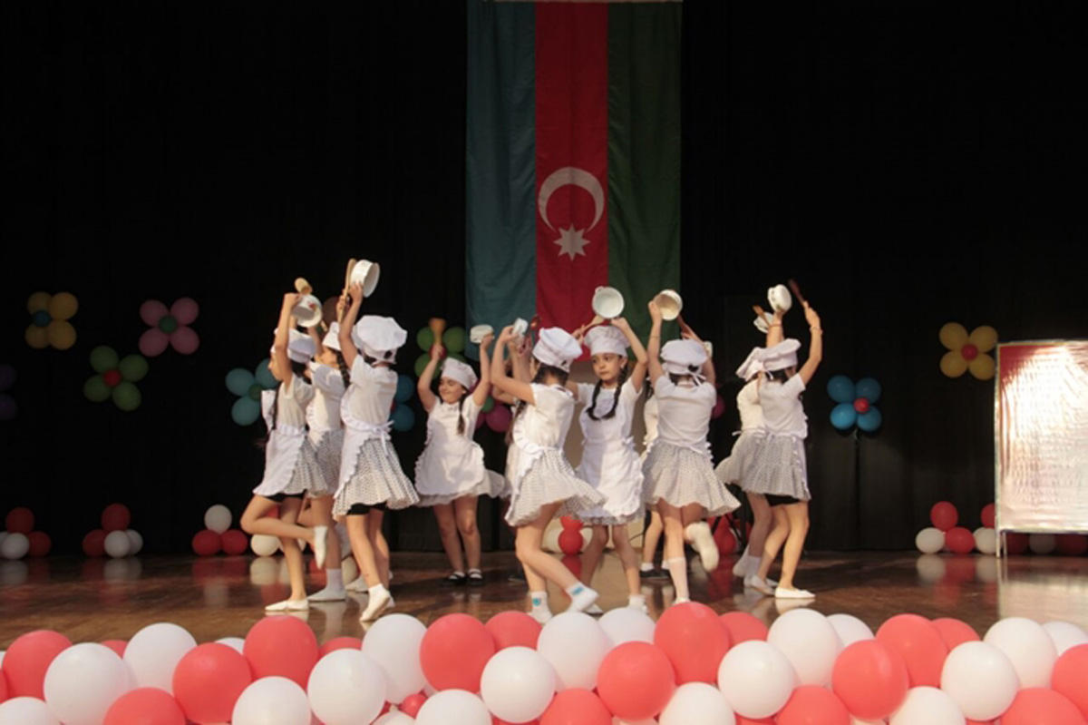 Танцевальный праздник в Баку (ФОТО)
