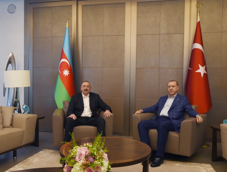 Azerbaijani, Turkish presidents hold meeting in Istanbul