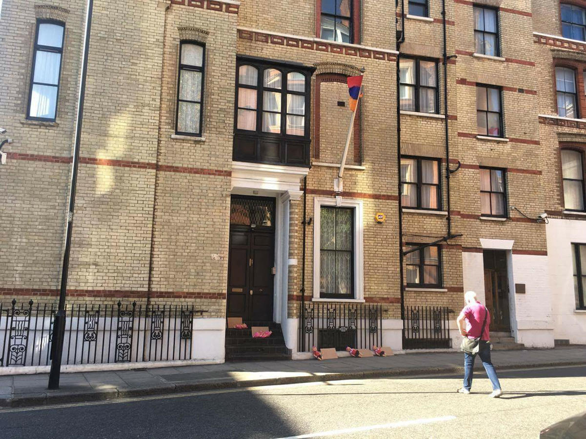 Karabakh tragedy brought to steps of Armenian Embassy in London (PHOTO)