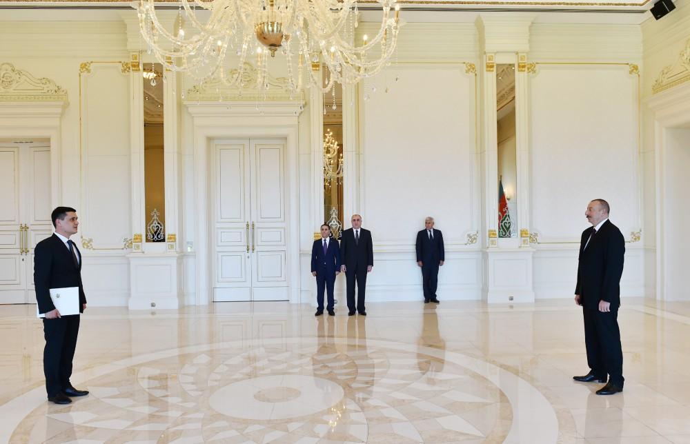 Ilham Aliyev receives credentials of incoming Turkmen envoy (PHOTO) (UPDATE)
