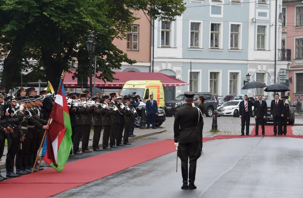 Official welcome ceremony held for Ilham Aliyev in Riga (PHOTO)