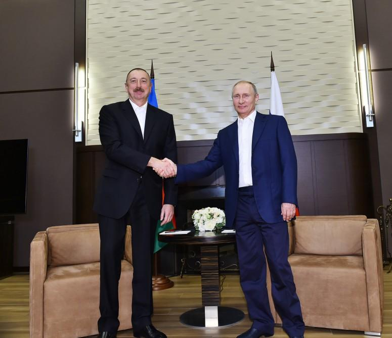 Azerbaijani, Russian presidents meet in Sochi (PHOTO)
