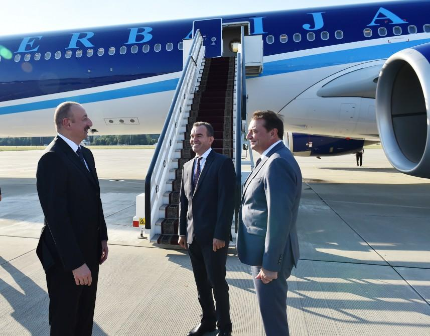 Ilham Aliyev arrives in Russia for working visit