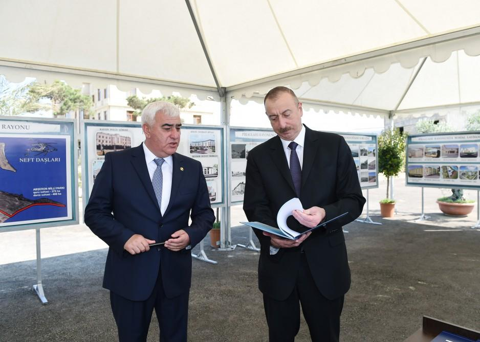 President Aliyev views plans of work to be done in Pirallahi (PHOTO)