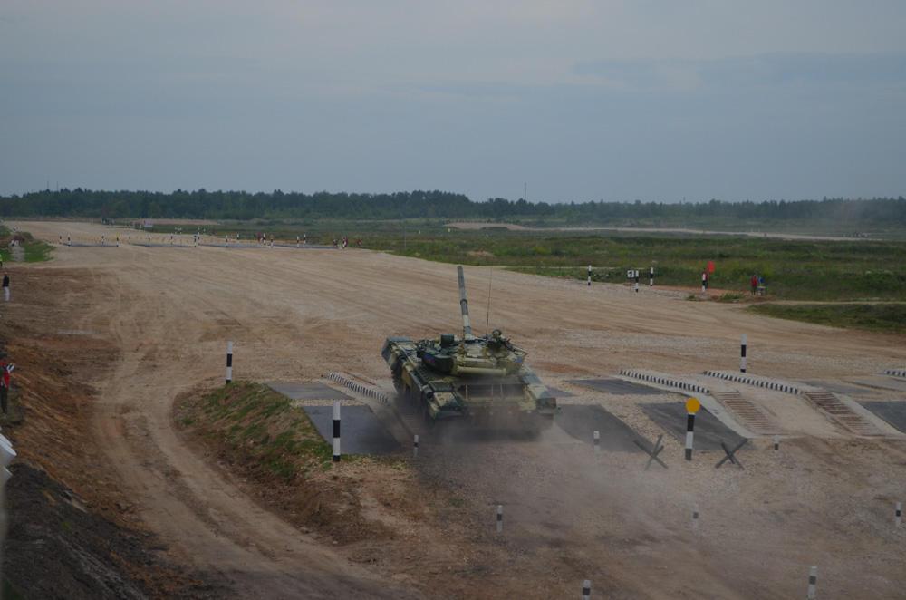 Azerbaijani tank crew takes part in 'Tank Biathlon' contest (PHOTO)