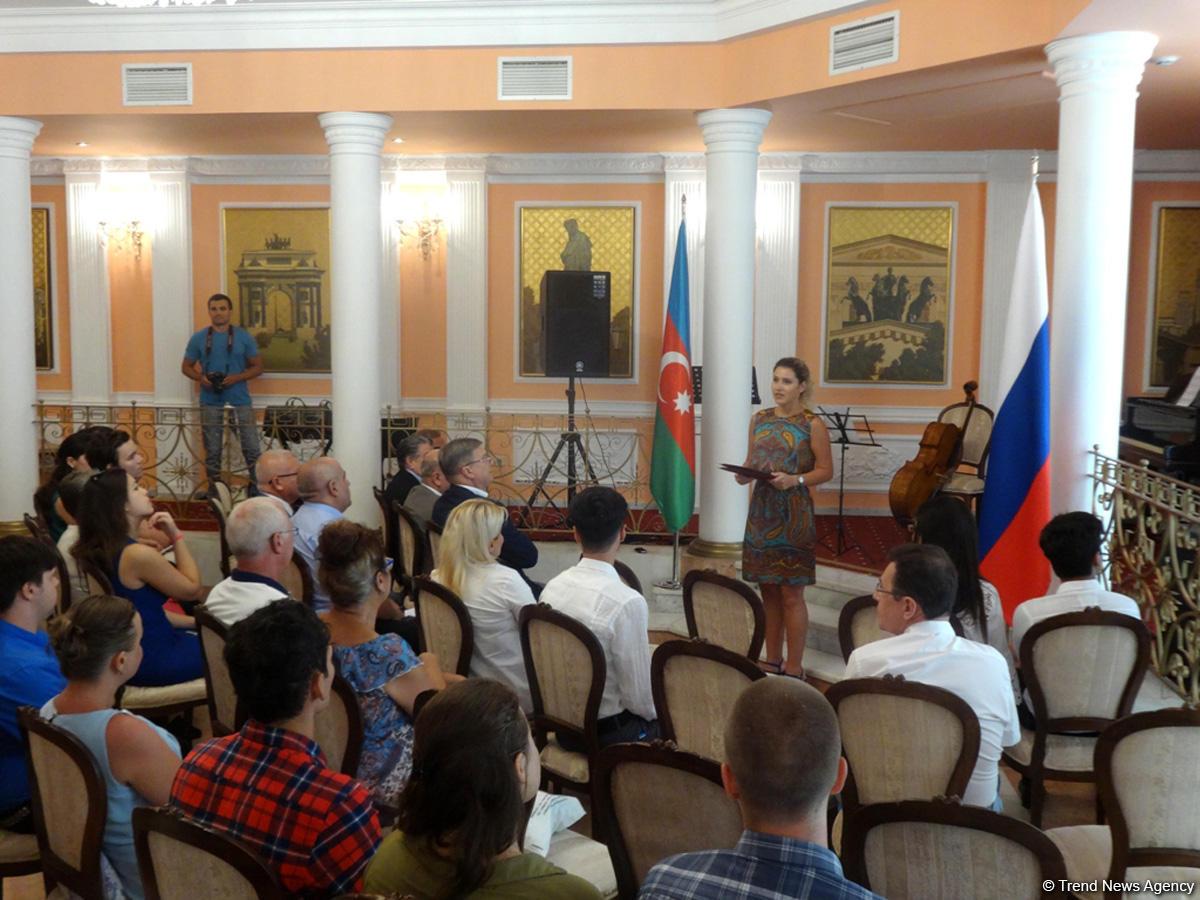 В Баку состоялась церемония проводов азербайджанских студентов на учебу в Россию (ФОТО)