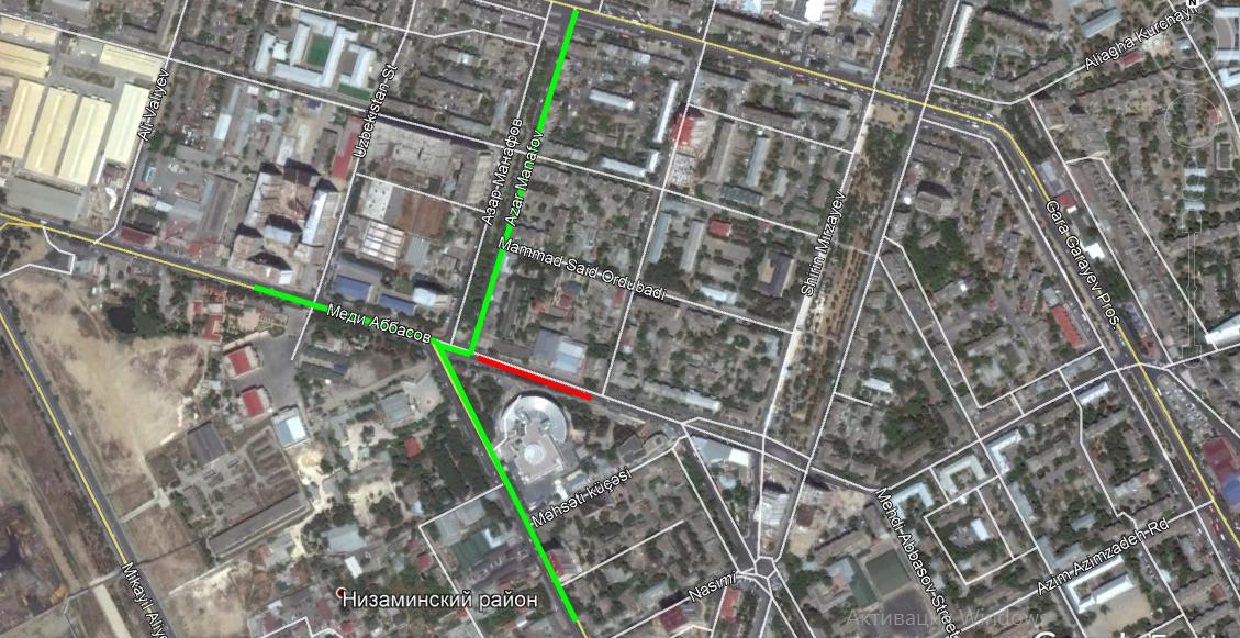 В Баку прорвало канализационный коллектор, дорога просела (ФОТО)