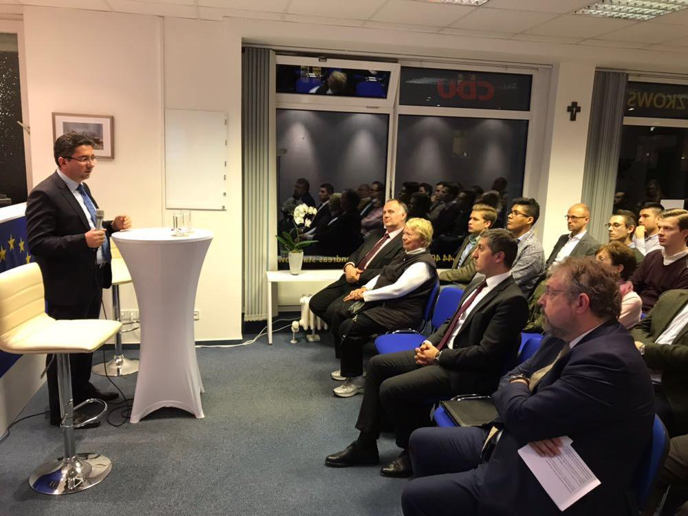 Alman deputat: Azərbaycan inkişaf edən Avropa ölkəsidir (FOTO)