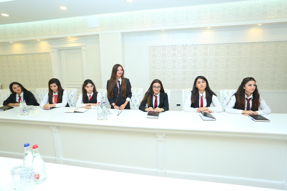Binəqədi rayon İH başçısı 11-ci qrup ASAN könüllüləri ilə görüşüb (FOTO)