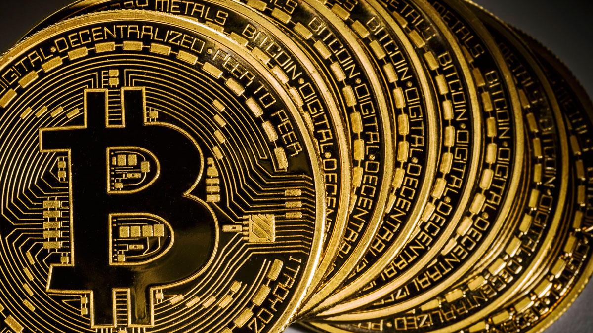 Bitkoin 3,8 min dollardan aşağı düşüb