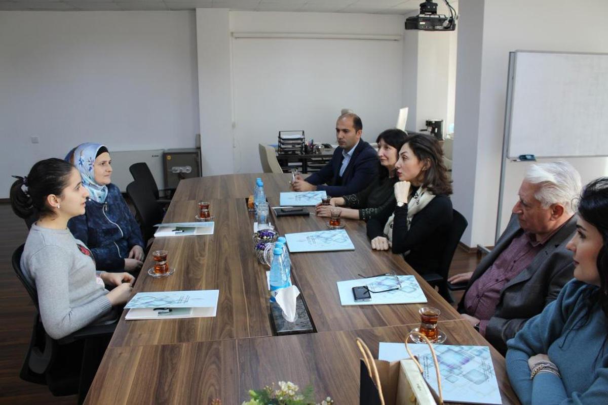 Центр по патентам и товарным знакам подписал договор с азербайджанской изобретательницей (ФОТО)