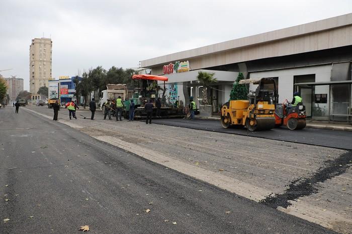 Paytaxtda daha bir küçədə təmir gedir (FOTO)