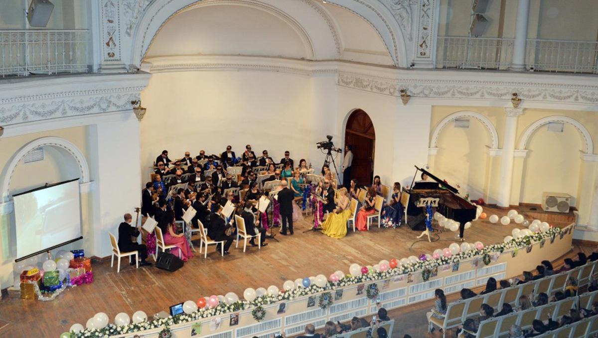 Саундтреки к известным фильмам в исполнении Азербайджанского оркестра народных инструментов (ФОТО)