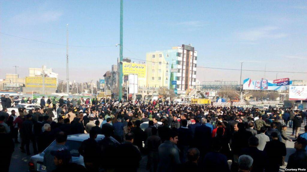 İranın 100-ə yaxın yaşayış məntəqəsində etiraz aksiyası keçirilib