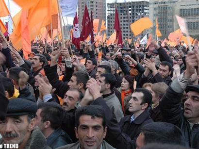 В Баку проходит санкционированный митинг оппозиции
