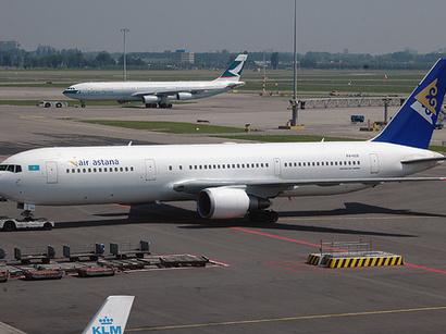 В Алма-Ате самолет выкатился за пределы взлетно-посадочной полосы