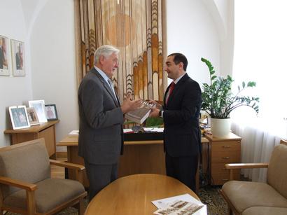 Litvanın sabiq dövlət başçısı Bakıya dəvət edilib (FOTO)