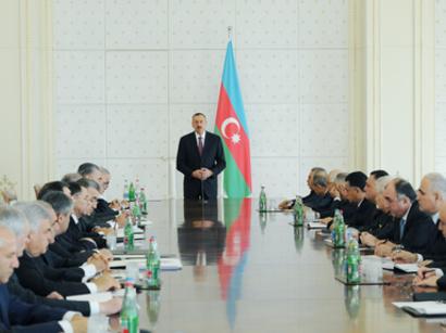 Prezident İlham Əliyevin sədrliyi ilə 2013-cü ilin birinci rübünün yekunlarına dair iclas keçirilib (FOTO)