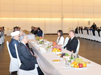 Azerbaijani president hosts ehsan dinner to commemorate anniversary of death of national leader Heydar Aliyev (PHOTO)