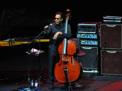 В Баку выступил легендарный джазовый музыкант Стэнли Кларк (ФОТО)