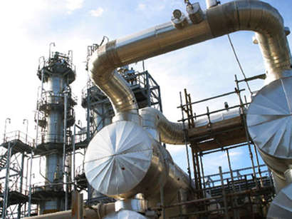 SOCAR talks on progress of modernization at Baku oil refinery